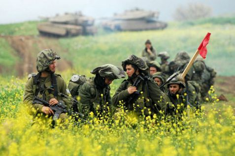Nachal-Infantry-Soldier-with-Tanks-in-Background